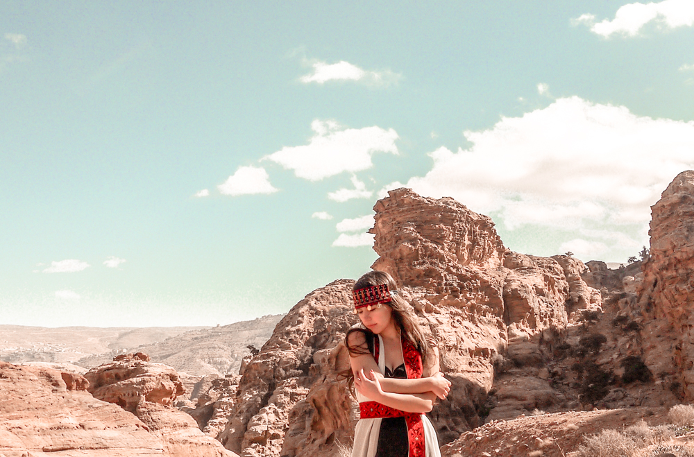 What to wear in Jordan as a woman? Here is my detailed Jordan packing guide for women / Jordan Packing list for women #jordan #femaletravel #middleeast #travel #nohurrytogethome #jordantravel #petra