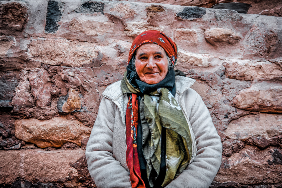 Petra in a day: A Bedouin woman
