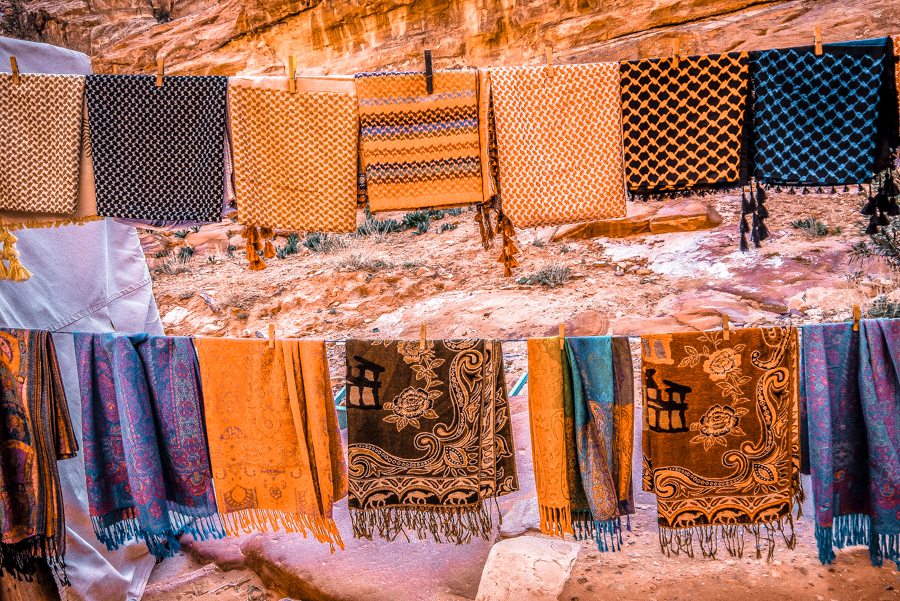 Petra in a day: Buying gorgeous souvenirs to bring back home from your trip to Jordan
