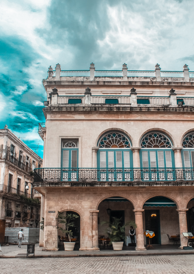 In this Havana travel guide, I share a list of tips and things to bring along with you for your first trip to Havana.