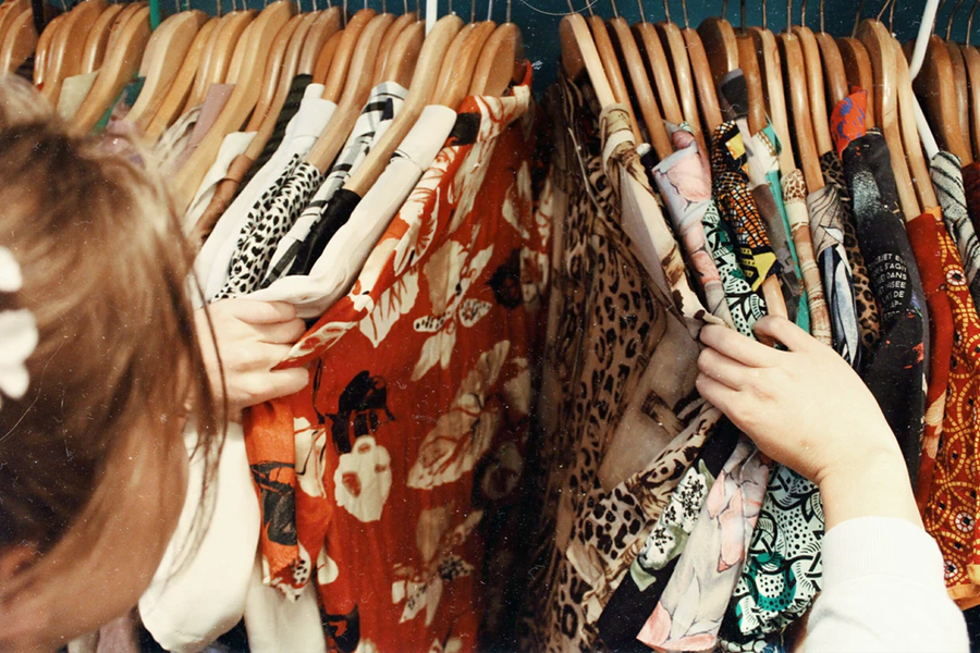 The ultimate guide to the best second hand shops to go thrift shopping in Paris