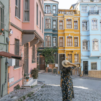One of my favorite things to do in Istanbul was exploring Balat, a colorful neighboorhood in the city. When planning your Istanbul itinerary, make sure to spend a few hours exploring this neighborhood full of colorful buildings and houses!