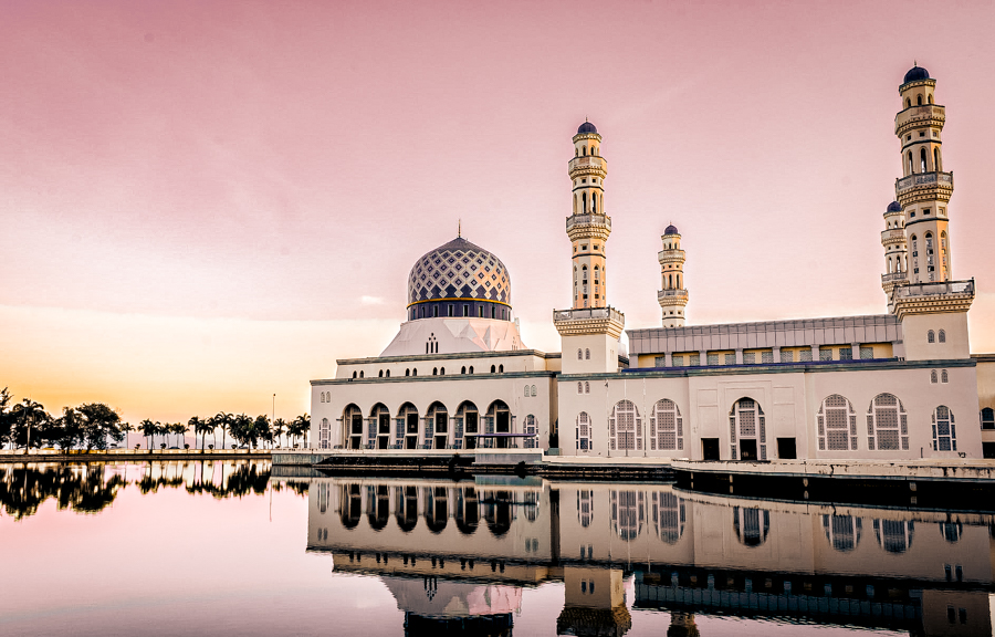The floating mosque of Kota Kinabalu, one of the can't miss sights in the city