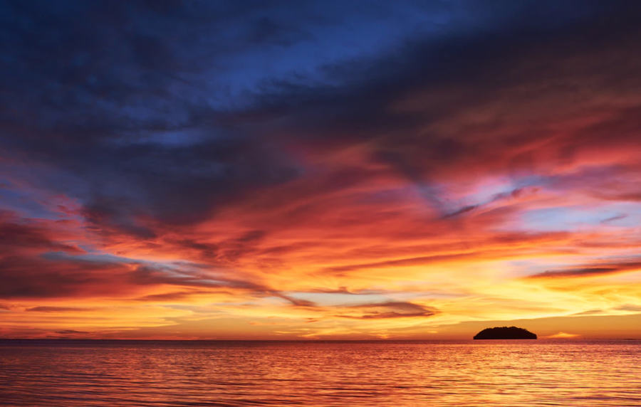 Sunset at Tanjung Aru Beach, a perfect way to end a Kota Kinabalu itinerary