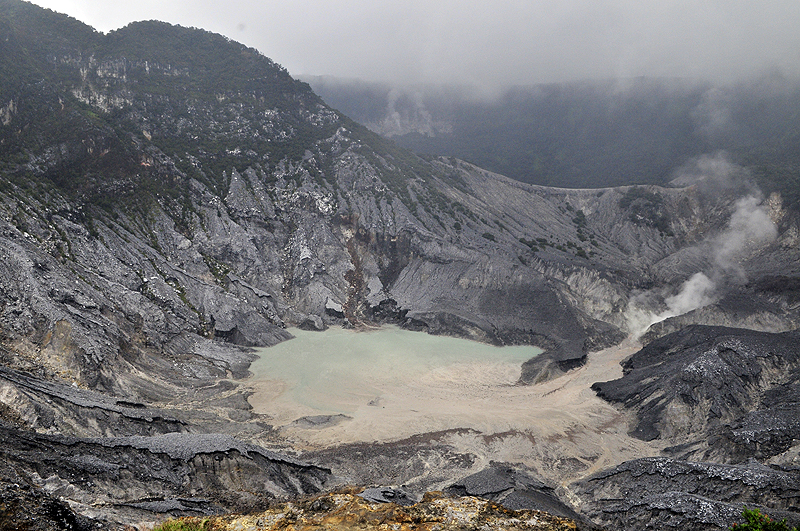 Tangkuban Parahu is an active volcano in Bandung that you must visit!