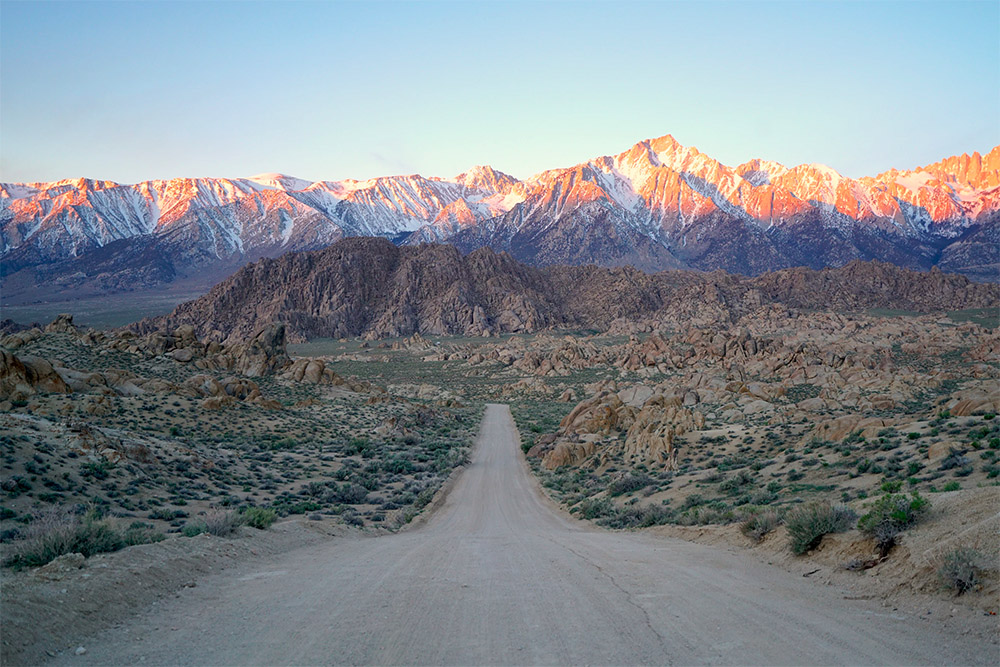 Scenic drive in southern California through the Sierra Nevada Mountains